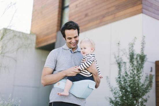dad babywearing in hip seat carrier
